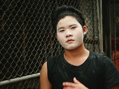 talcum powder mask (the foreign photographer - ฝรั่งถ่) Tags: young man ice house worker talcum powder mask khlong thanon portraits bangkhen bangkok thailand canon