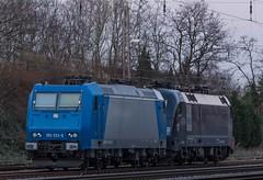 02_2018_02_16_02_Wanne_Eickel_Üwf_6185_523_ATLU_ES_64_U2_-_096_6182_596_DISPO (ruhrpott.sprinter) Tags: ruhrpott sprinter deutschland germany allmangne nrw ruhrgebiet gelsenkirchen lokomotive locomotives eisenbahn railroad rail zug train reisezug passenger güter cargo freight fret herne wanne eickel wanneeickel üwf bombadier traxx siemens dispolok dispo eloc es 64 u2 es64u2 193 6193 185 6185 sonnenuntergang sonne abendrot outdoor logo natur graffito graffiti