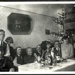 Archiv FaMUC085 Münchner Familie, Zu Weihnachten, 1920er thumbnail