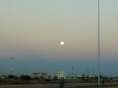 Luna (mayavilla) Tags: luna amancer viaje guanajuatopuertointerior poste linea cielo sky moon azul naranja blanco