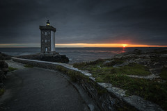 Kermorvan (Tony N.) Tags: france bretagne finistère finistere leconquet kermorvan phare lighthouse pharedekermorvan sunset coucherdesoleil couchant sky ciel nuages nuageux clouds cloudy sea mer britanny nikkor1635f4 nikon d810 vanguard tonyn tonynunkovics