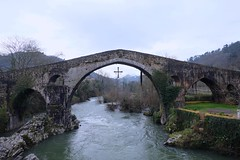 Puente Romano en Cangas de Onis (davidgv60) Tags: david60 mirrorless zoom paisaje vista puente romano cangasdeonís puentón lugar paráge natural rio arboles montaña nature panorama españa color photodgv