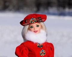 Фото Дарьи Меркуловой. Photo by Daria Merkulova. Jewel Princess Barbie doll 1996, Mattel. Кукла Барби Драгоценная Принцесса, Зимняя коллекция (russian-photographer.ru) Tags: barbiedoll doll barbie vintage toy bright russia winter snow ice russianwinter landscape барбикукла кукла барби винтаж игрушка ярко россия зима снег лёд русскаязима пейзаж зимнийпейзаж white red matteltoys mattel