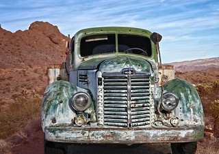 Green Truck in Desert 5575 B