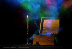 timbre / Klangfarbe (Nico Fiebig Freizeitfoto.de) Tags: musik music spieluhr licht lichtmalen lightpainting holz dunkel kerze stimmungsvoll composing