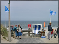 Strand (Sylt 2004) (/RealityScanner/) Tags: germany sylt strand beach hundestrand touristen tourists rentner pensionists sand meer sea nordsee himmel sky wasser water