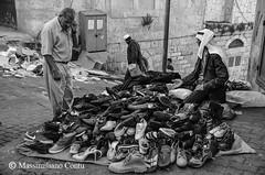 Venditore di scarpe - Betlemme, Palestina (Massimiliano Contu) Tags: palestina betlemme bethlehem arabi arabo arabs arabic palestine scarpe shoes mercato market vendere venditore sell seller folcloristico folklore folk stada street cisgiordania west bank