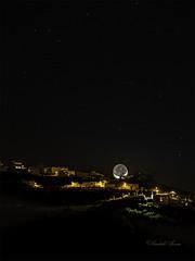 Luna (Sándalo Armas) Tags: losrealejos landscape nocturna noche cielo canoneos6d tamron70200 luna moon heaven night
