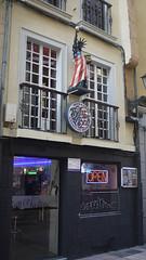 Bar Billy Bob (Jusotil_1943) Tags: 290102 estatua libertad bar tubos fluorescentes neon bandera morado open