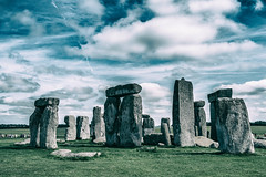 Stonehenge #2 (edelweisskoenig) Tags: britain england fuji fujinon reisen uk travel stonehenge wiltshire sky himmel clouds wolken serene landscape landschaft historic history geschichte historisch ancient amesbury stonecircle stone circle steinkreis stein kreis neolithic neolithisch prehistoric prähistorisch monument unesco heritage erbe kultur eh fujifilm fujifilmxpro1 xpro1 23mm 23mmf2 xf23mmf2rwr xf23 xf23mmf2 fujinonxf23mmf2rwr dramatic drama dramatisch