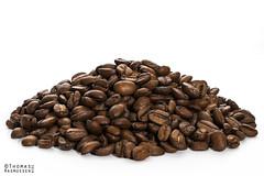 Coffe beans (ThomasMaribo) Tags: coffee beans food drink nikon godox speedlight flash brown white