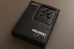 IMG_1893 (Resan van Leeuwen) Tags: walkman sony dc2 wm dd disc drive cassette portable audio cassettes itsasony dolby b c nr noise reduction tape tapes case bag rare black mint music