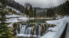 De saison (Fred&rique) Tags: lumixfz1000 hdr photoshop raw paysage nature eau cascade neige hiver douds arbres étang