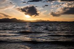 Chiemsee-Sonnenuntergang (chwilli) Tags: fuji xe2 1855 bayern chiemsee alpen see berge wasser wolken sonneuntergang chiemgau