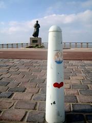 Solitary Love Sign (Quetzalcoatl002) Tags: heart coast cold wind love statue scheveningen sea red pavement