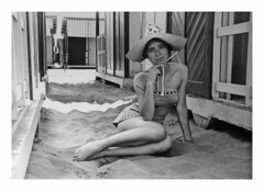 Ostia 1958 (21) (dindolina) Tags: photo fotografia blackandwhite bw biancoenero monochrome monocromo marialaviniabovelli mare family famiglia fifties history storia summer sea estate 1958 1950s annicinquanta vintage beach spiaggia