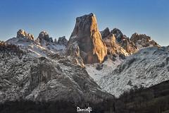 Lo llaman Naranjo - They call it Naranjo (danielfi) Tags: urriellu naranjo bulnes asturias asturies paisaje landscape montaña mountain naturaleza nature ngc pico peak nieve snow winter invierno