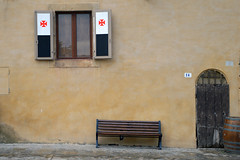 BR_TO_CRI (beatrizcarbonelllopez) Tags: architecture wall window door d3200 wood bench italy nikon composition colours street beige yellow red 18105