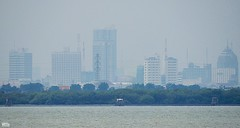 Pusat Kota Surabaya (Detta Priyandika) Tags: surabaya suroboyo skyscrapers skyscraper skyline scape sustainable livable city urban life garis langit gedung pencakar deretan laut sea selat strait madura jawa timur east java across boğaz endonezya