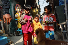 kids (Samir D) Tags: kids samird 2018 calcutta kolkata streetphotography street streetshot india lifeinindia dog kumartuli canon 5d markiii 35mm14 people