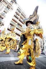Gold (Régis (R208)) Tags: carnaval paris rue street carnival fiesta colors couleur deguisement disguise
