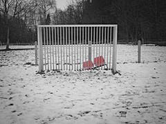 Abgestellt II. (jens.steinbeisser) Tags: deutschland canonfd28mm128 olympusepl3 rawtherapee niedersachsen gimp outdoor sw bw schnee focalreducer