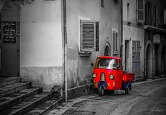 Vespa toulon (joboss83) Tags: vespa rue rouge bw street fuij xt1 city toulon var provence france red road ville moto moteur blanc noir europe monde world