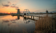 Sunset at Kinderdijk (reinaroundtheglobe) Tags: kinderdijk nederland zuidholland holland dutch dutchlandscape netherlands thenetherlands sunset water reflections waterreflections windmill traditionalwindmill mill traveldestination touristdestination