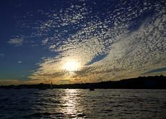 Nubosidad variable (alfonsocarlospalencia) Tags: bahía santander verano nubosidad crepúsculo belleza barcos infancia vela cantabria azul plata atardecer reflejos recuerdos
