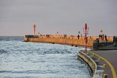 Golden hour (navarrodave80) Tags: pier molo sunset goldenhour sunlight walkers sea curve ustka poland polska pointshoot canon