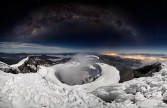 Cráter volcán Cotopaxi milky way (Sebastián Rodríguez Ecuador) Tags: outdoor landscape ecuador cotopaxi chimborazo summit star night milkyway vialactea volcano volcan mountain montaña alpinism