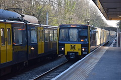 Tyne And Wear Metro 4009 arriving at South Gosforth (Tom 43299) Tags: tyneandwearmetro train 4009 southgosforthmetro emu