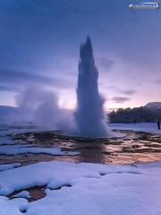 Strokkur eruption (dieLeuchtturms) Tags: schnee winter europa 3x4 island haukadalur strokkur suðurland goldencircle geysir europe gullnihringurinn iceland sudurland snow is