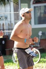 56 Rock 'n' Roll Marathon (Omunene) Tags: humanarocknrollmarathonneworleans2018 brooks race marathon 42195k 26219m esplanadeavenue faubourgstjohn neworleans runners shirtless pecs nipples navel bellybutton chest
