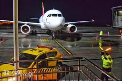 Parking LECO (pacopacoo) Tags: acoruña leco lcg galicia noroeste nocturna noche iberia señalero marshallers airbus toam