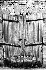 Come in!-'flickr lounge' 'doors and windows' (FLOCVROFF) Tags: flckr lounge saturday week3 doors porte monochrome blanck white swharz und weiss windows flickrlounge friendlychallenge