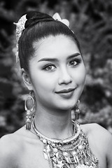 Thai Girl (♥siebe ©) Tags: 2018 chiangmai flowerfestival siebebaardafotografie thai thailand festival girl portrait portret woman wwwsiebebaardafotografienl ประเทศไทย รูปคน สาว เชียงใหม่ เมืองไทย ไทย smile blackwhite bw beautiful beauty สวย ผู้หญ่ิงสวย