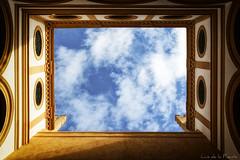 Ventana al cielo / window to heaven (Luis DLF) Tags: window cielo sky nubes cloud alcazar sevilla andalucia españa perspective canon luces sombras