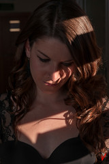 Sara. (Carlos Velayos) Tags: retrato portrait luznatural daylight mujer chica woman girl