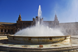 Una fuente para un cielo azul - A fountain for a blue sky