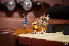 Heißa, Kathreinele! (Rudi G.) Tags: tanz orgel musik miniatur dance music organ tasten tracht bavaria volkstanz dirndl bayern