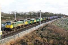5 on the front 4S44 Daventry Coatbridge (Powerhaul70Pey) Tags: freightliner 86 90 86614 86639 86604 90042 90046 4s44 daventry coatbridge intermodal containers winwick warrington freight train locomotive railway