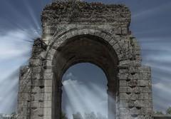 Brillos de un Imperio (pedroramfra91) Tags: exteriores outdoors ruinas ruins abandono roma rome pueblo town cielo sky nubes clouds
