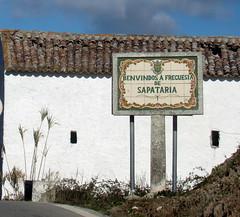 Com rima (Américo Meira) Tags: portugal placa sapataria azulejo mafra