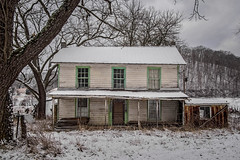 Cooks Run House in Snow (Bob G. Bell) Tags: cooksrunhouse abandoned abandonedhouse lindside wv westvirginia monroe bobbell xt1 fujifilm snow weather winter