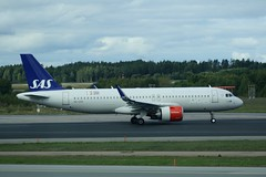 SE-DOX (IndiaEcho) Tags: sedox airbus a320 neo scandianavian airlines airline system sas sk stockholm arlanda airport airfield arn essa sigtuna sweden canon eos 1000d civil aircraft aeroplane aviation airliner jet marsta uppland