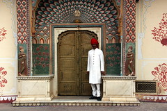 Jaipur (mbphillips) Tags: rajasthan राजस्थान jaipur जयपुर southasia india 인도 印度 インド asia アジア 아시아 亚洲 亞洲 mbphillips geotagged photojournalism photojournalist travel inde indien 캐논 canoneos450d canoneosrebelxsi canoneoskissx2 canon canon450d sigma18200mmf3563 sigma