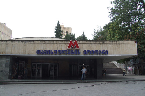 Entrance of the Tavisuplebis Moedani metro station, 28.08.2013.