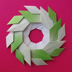 Ghirlanda di foglie - Garland of Leaves #origami (Francesco Guarnieri) Tags: ghirlanda foglie garland origami ghirlandadifoglie garlandofleaves qqm60 francescoguarnieri wreath mandala ring modular
