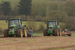 Deeres Ploughing (Shane Casey CK25) Tags: john deere 6820 tractor lemken 4 furrow plough kverneland 6920s traktori traktor trekker tracteur trator ciągnik jd green watergrasshill ploughing turn sod turnsod turningsod turning sow sowing set setting tillage till tilling plant planting crop crops cereal cereals county cork ireland irish farm farmer farming agri agriculture contractor field ground soil dirt earth dust work working horse power horsepower hp pull pulling machine machinery nikon d7200
